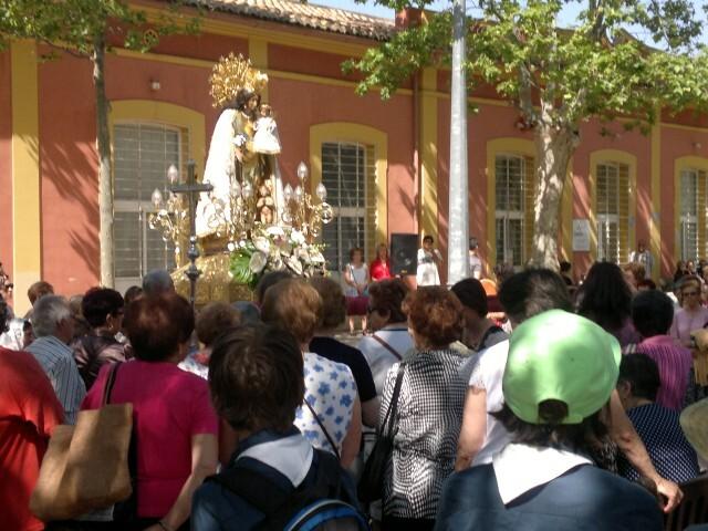 La imagen peregrina de la Virgen visita el barrio de Marchalenes 2013-06-15-2516 (1) (Small)