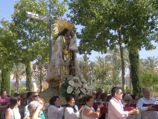 La imagen peregrina de la Virgen visita el barrio de Marchalenes 2013-06-15-2516 (15) (Small)