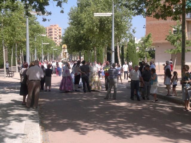 La imagen peregrina de la Virgen visita el barrio de Marchalenes 2013-06-15-2516 (21) (Small)