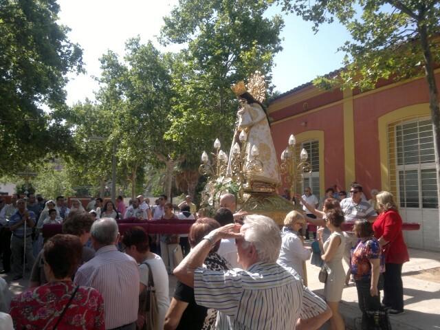 La imagen peregrina de la Virgen visita el barrio de Marchalenes 2013-06-15-2516 (22) (Small)