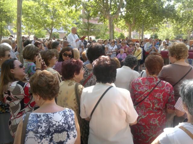 La imagen peregrina de la Virgen visita el barrio de Marchalenes 2013-06-15-2516 (23) (Small)