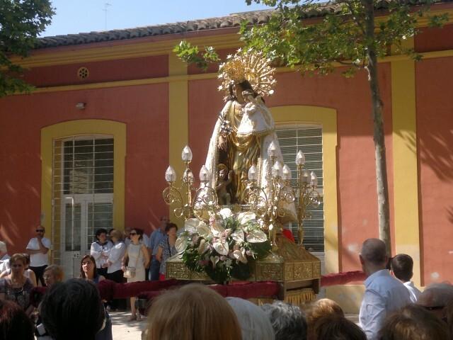 La imagen peregrina de la Virgen visita el barrio de Marchalenes 2013-06-15-2516 (27) (Small)