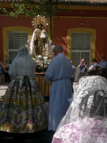 La imagen peregrina de la Virgen visita el barrio de Marchalenes 2013-06-15-2516 (32) (Small)