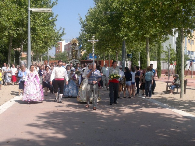 La imagen peregrina de la Virgen visita el barrio de Marchalenes 2013-06-15-2516 (5) (Small)