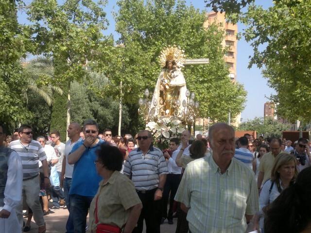 La imagen peregrina de la Virgen visita el barrio de Marchalenes 2013-06-15-2516 (8) (Small)