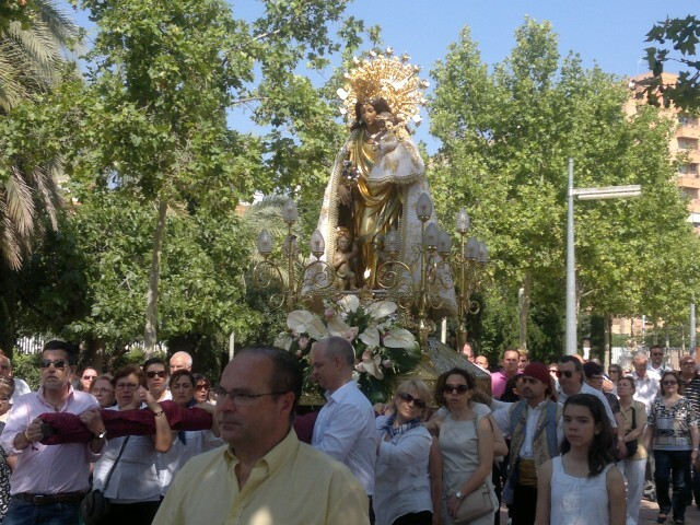 La imagen peregrina de la Virgen visita el barrio de Marchalenes 2013-06-15-2516 (9) (Small)