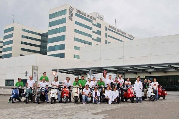 El grupo de moteros hizo una parada solidaria en el Hospital de La Fe/gva