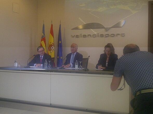 El presidente del puerto, Rafael Aznar, informando de los datos y acuerdos del consejo celebrado hoy/vlcciudad