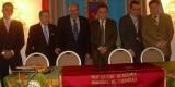 Un acto de la Academia Internacional de Ciencias con el presidente Hoyo enmedio