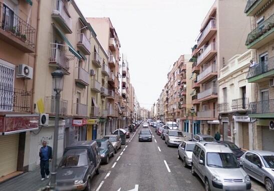 La vía principal del barrio de la Malvarrosa