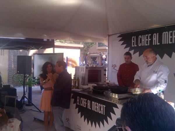 María Abradelo en un momento del acto con el cheff Fernando Carnicer en el Mercado de Algirós/vlcciudad