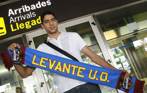El Adoua, a su llegada a Valencia para fichar por el Levante UD. Foto: Levante UD
