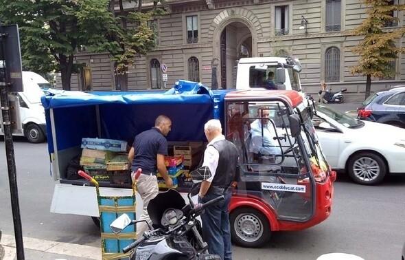 Vehículo eléctrico para transporte de mercancías hecho con materiales reciclables