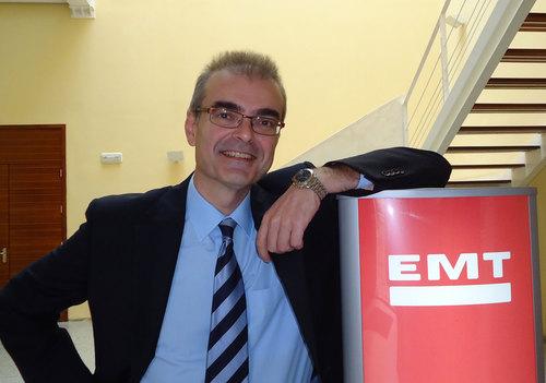 El gerente de la EMT en el interior del edificio oficial en Correo Viejo