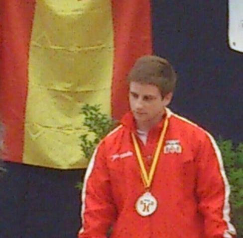 El joven haltera valenciano, Daniel Nuñez, con su medalla/vch