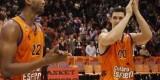 Kelati y San Miguel, en un partido del Valencia Basket. Foto: M. A. Polo