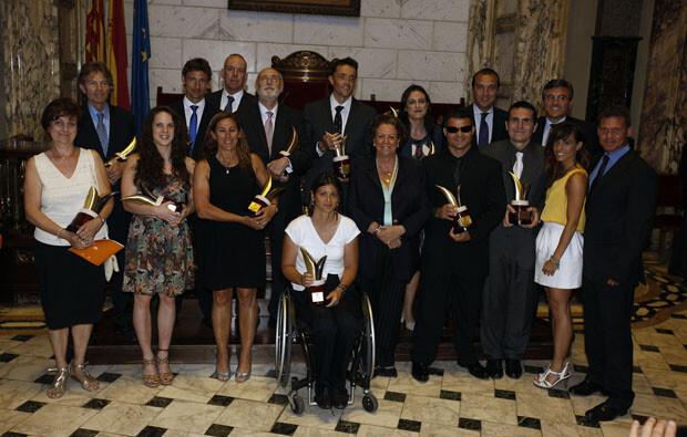 Foto de familia con todos los galardonados por el Ayuntamiento con la Medalla al Mérito Deportivo. Foto: Pepe Sapena
