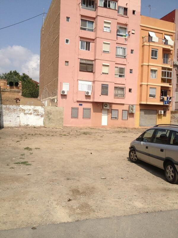 Plaza Hugo Zarate  en la Malvarrosa