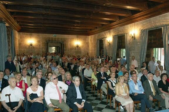 El publico llenó el salón de La Lonja para la presentación del libro/M.Guallart