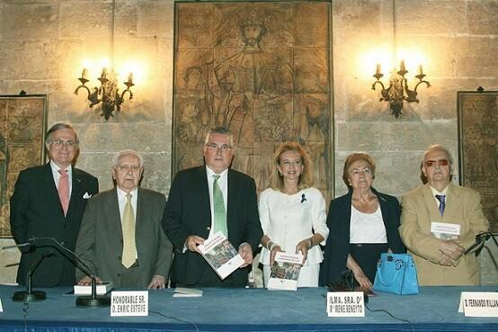 Los componentes de la mesa de presentación del libro entre quienes estaban Enric Esteve y María Irene Beneyto/M.Guallart