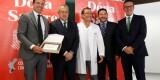 El presidente Salvo recoge el galardón del centro de transfusión/lázaro de la peña-vcf