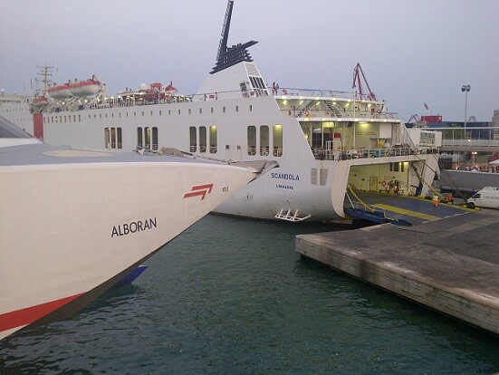 El Alborán y el Scandola en elmuelle de cruceros de Acciona-Trasmediterránea/vlcciudad