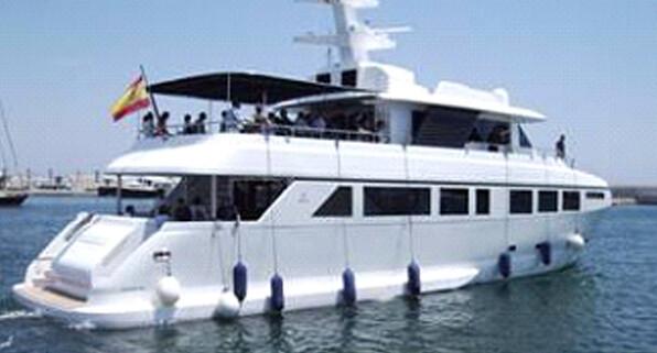 El barco Valencia Port navega por aguas cercanas al puerto