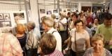 Decenas de vecinos acudieron a contemplar las exposiciones inaugurales de la semana ciudadana/manolo molines
