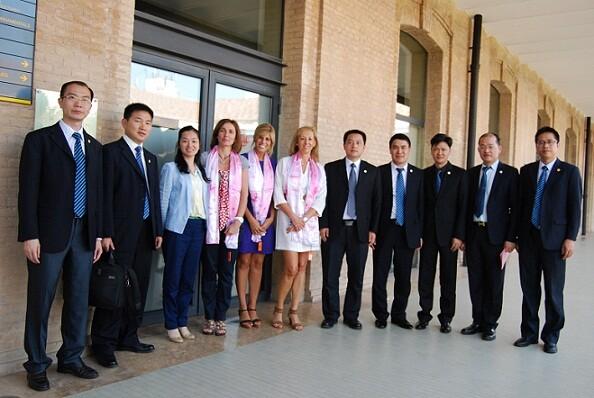 La delegación china con responsables del consistorio valenciano en Tabacalera/area Rel. Internacionales