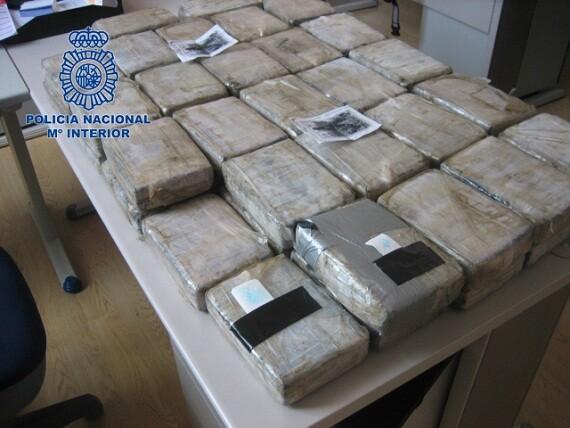 Los paquetes de cocaína decomisados en un contenedor en el puerto de Valencia/cnp