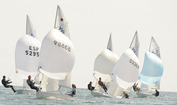 Embarcaciones de 420 en una competición anterior/rcnv