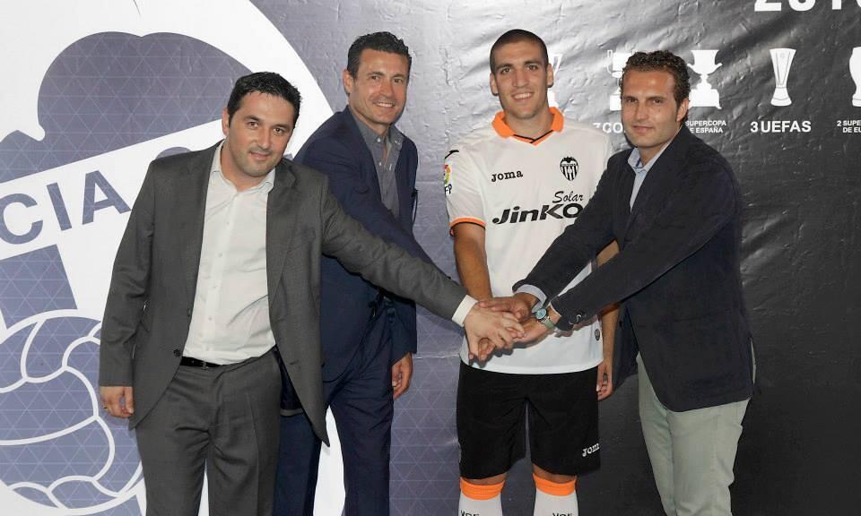Todos a una: Braulio Vázquez, Amadeo Salvo, Oriol Romeu y Rubén Baraja. Foto: Valenciacf.com