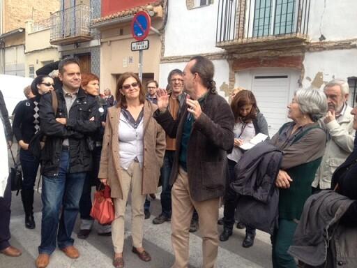 Amadeu Sanchis durante una visita al barrio del Cabanyal