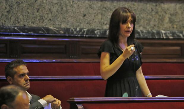 Rosa Albert, de Esquerra Unida, en un momento del debate. Foto: Manuel Molines