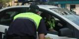Un agente habla con otro en una calle de Valencia/plv