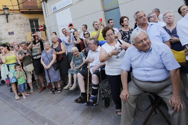 El público se congrego en el recorrido para ver el paso del cortejo/m.molines