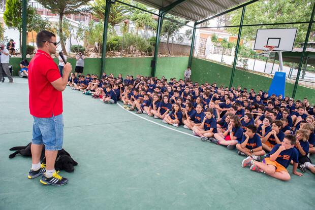 El paralímpico David Casinos comparte sus experiencias con los niños del Campus.