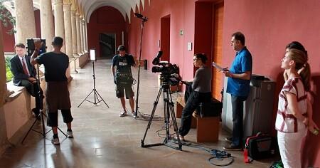 El equipo de rodaje en el Centro del Carmen, una de nuestras localizaciones (1)