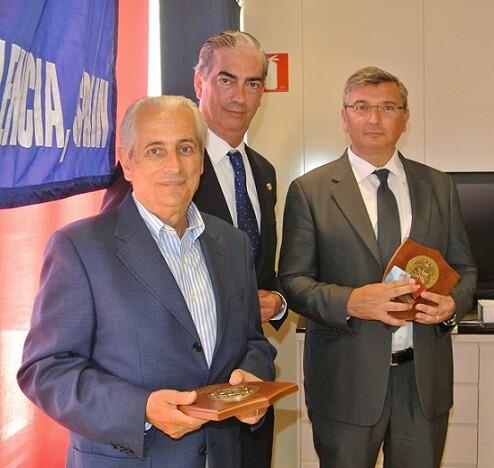Paco Prado con Corell, presidente de los transportistas, y Prades/pclub