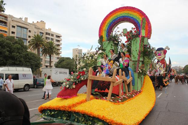 La carroza de las reinas y damas de Castellón. Foto: Javier Furió
