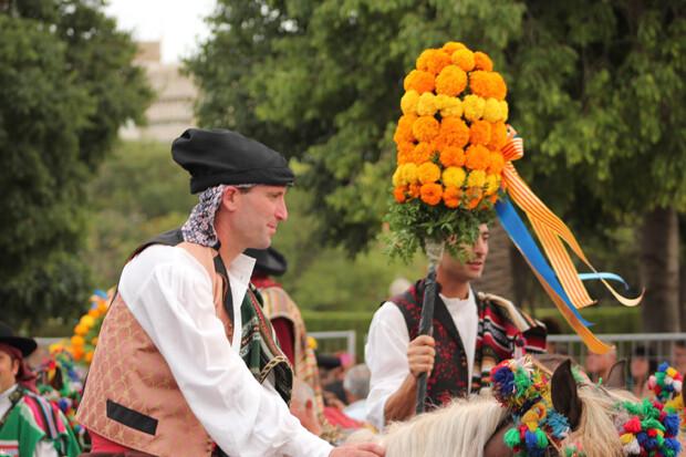 A caballo, portadores de joies. Foto: Javier Furió