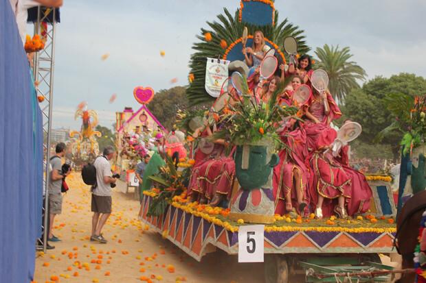 Los clavelones ya vuelan en el recinto de la Alameda. Foto: Javier Furió