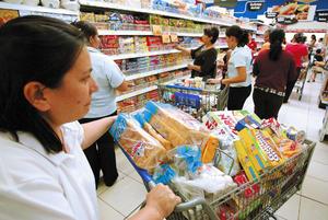 Los-hondurenos-deben-modificar-sus-habitos-de-consumo-ante-la-crisis-economica-que-atraviesa-el-mundo.-Como-enfrentar-la-crisis-economica-en-el-hogar_noticia_full