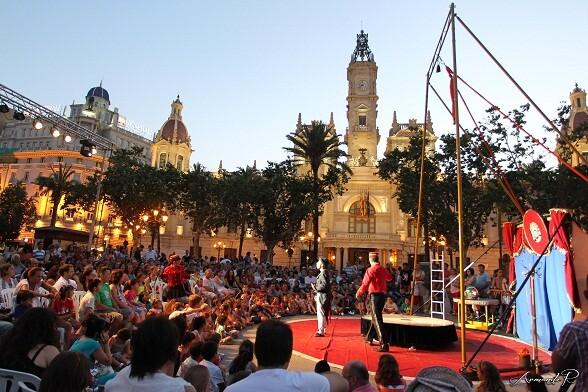 Uno de los espectáculos de la plaza del Ayuntamiento de los más de 33 que congregaron a 118.000 personas/j.z/a.r.