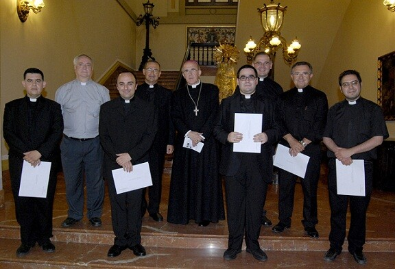 Antonio Corbí a la izquierda del arzobispo Carlos Osoro/avan