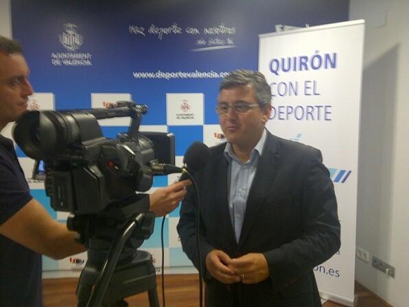 El concejal de Deportes en la presentación del campeonato en el complejo de Petxina/v.s