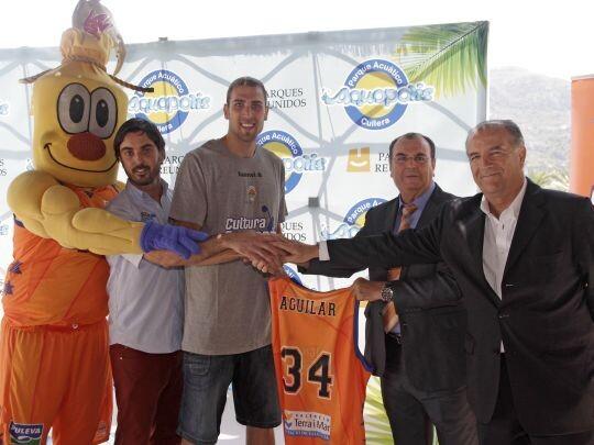 Aguilar en su presentación como jugador 'taronja'. Foto: Amparo Simó