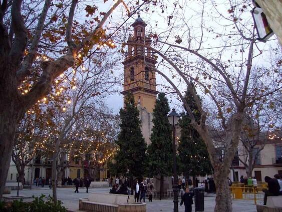 Plaza de Campanar con la iglesia al fondo/fiestadesancristóbal