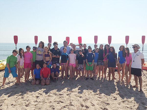 Otro grupo de jóvenes que realiza las actividades acuáticas en el Casal d´Esplai con el edil/ayto vlc