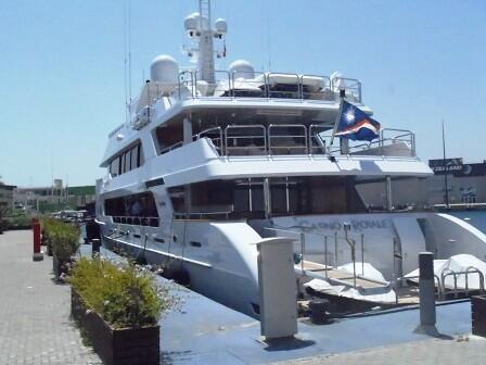El Casino Royale es el otro gran barco que ha llegado a las aguas valencianas/MARJCI